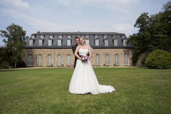 Hochzeitsfotograf Wernigerode - Paarfotos vor der Orangerie im Lustgarten Wernigerode