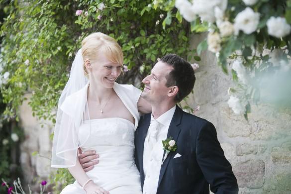 Hochzeit Fotograf Wernigerode - Shooting mit Brautpaar Conny & Florian im Kloster Michaelstein unter Rosenblüten
